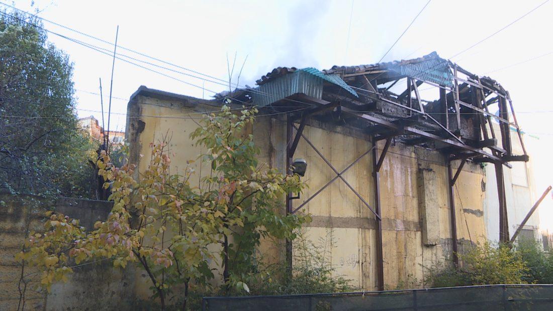 mbulim zjarri te shkolla kuqe frame 1090 1100x620