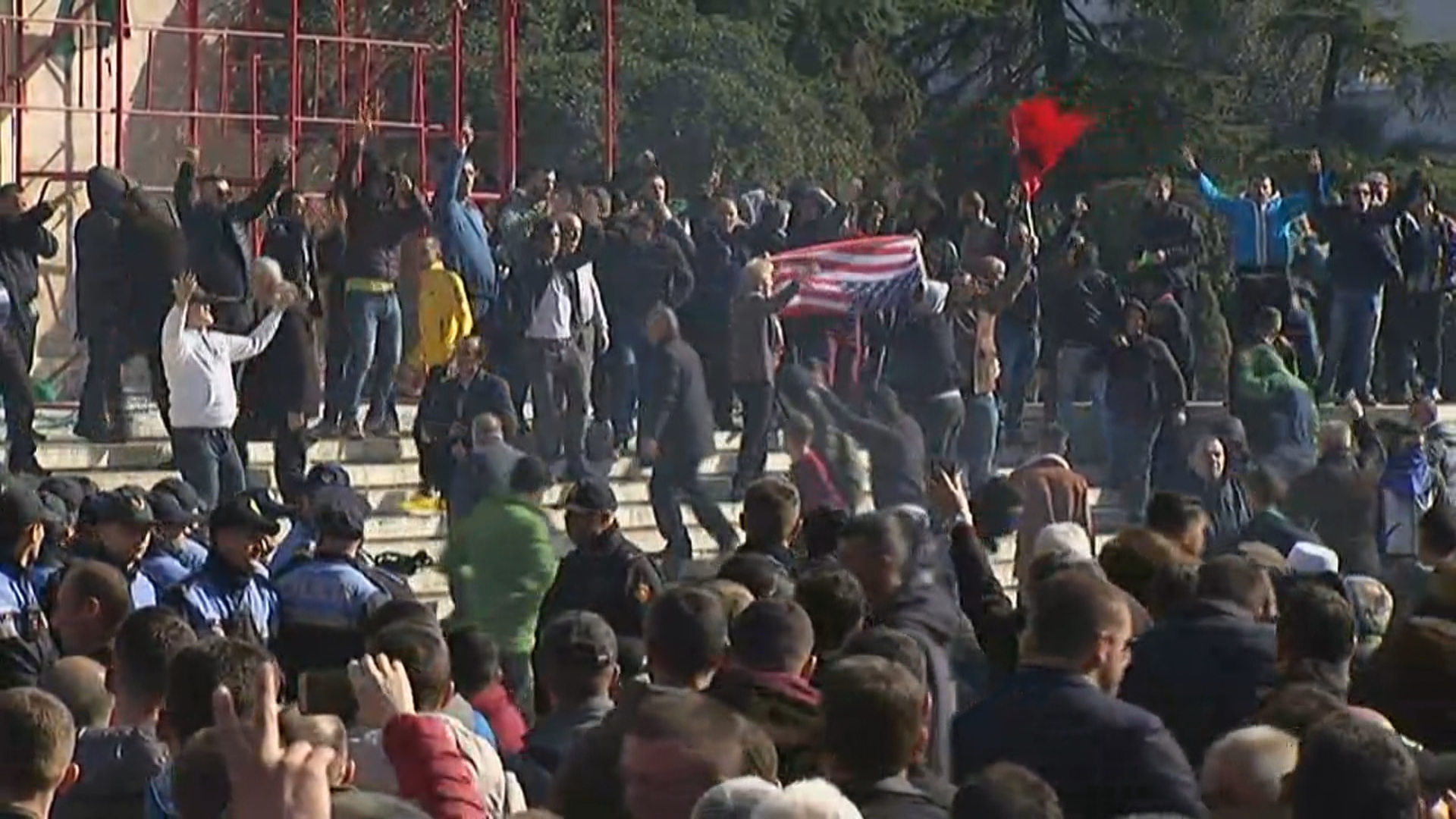 Protesta, reagon Ambasada Amerikane – A2
