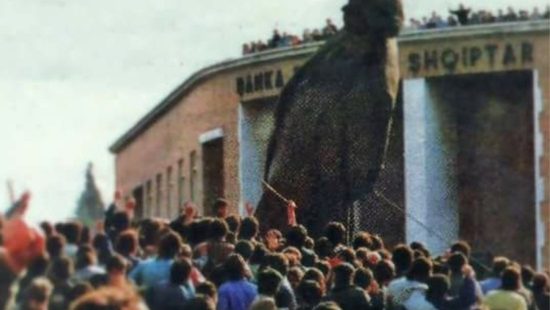 Statuja Hoxha 1100x620
