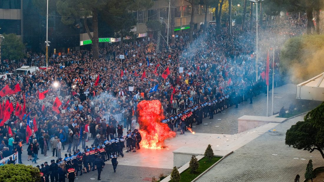 Andi Haxhihyseni Foto Protesta 11 maj 7 1100x620