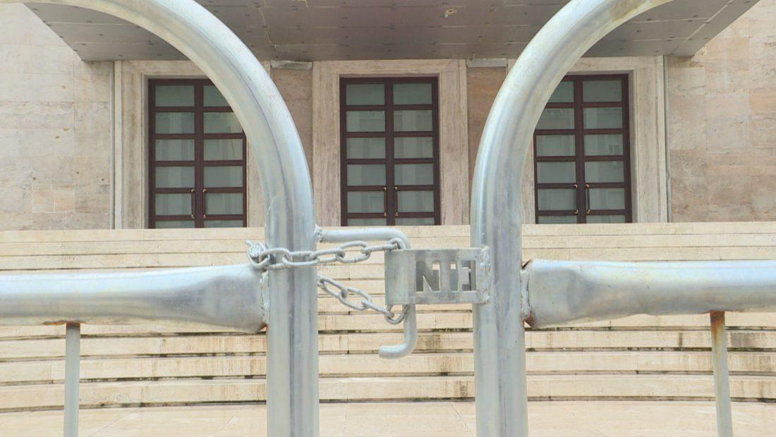 MB PROTESTA frame 677 1100x620