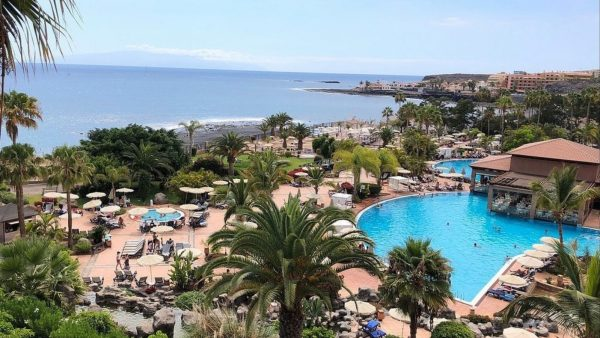 """Italiani me koronavirus """"bllokon"""" hotelin në Spanjë"""