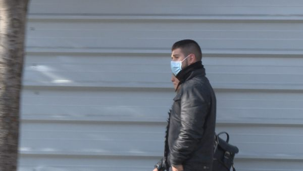 Ka mungesë në farmaci, një maskë me efekt 8 orë shitet me 500 lekë