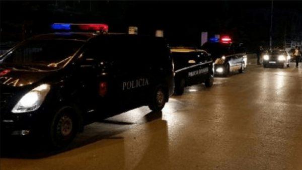 Pogradec, thyejnë karantinën dhe dhunojnë policin