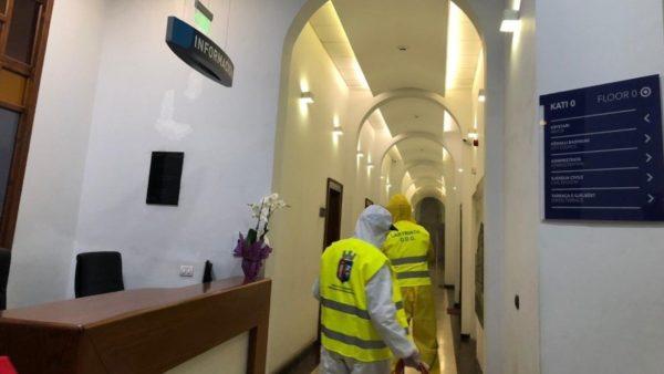 Koronavirusi në Shqipëri, mbyllen zyrat lokale të Bashkisë së Tiranës