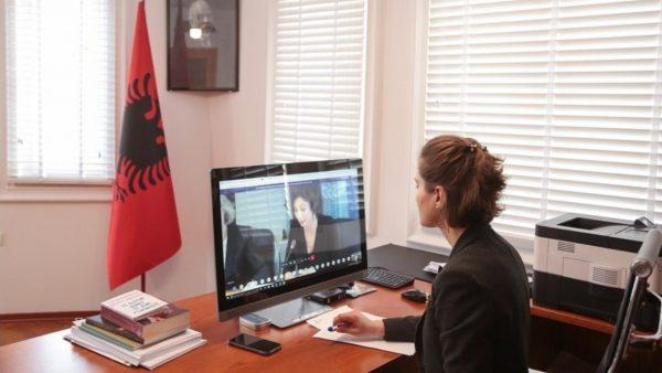 Mbyllja e shkollave, zhvillohet konferenca virtuale mes ministrave të arsimit