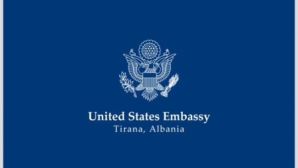 Koronavirusi në Shqipëri, ambasada amerikane pezullon intervistat për viza turistike