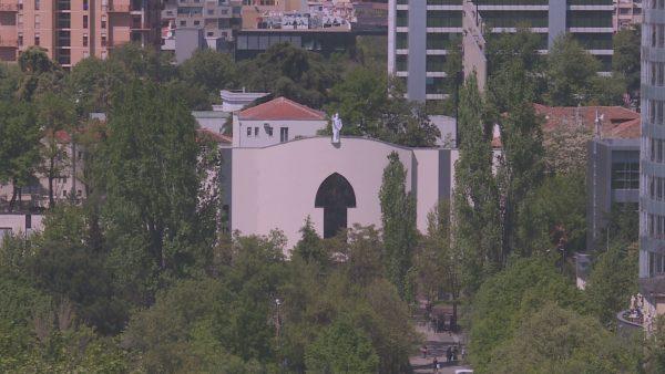 Koronavirusi në Shqipëri, masave kufizuese i bashkohen kisha e xhami