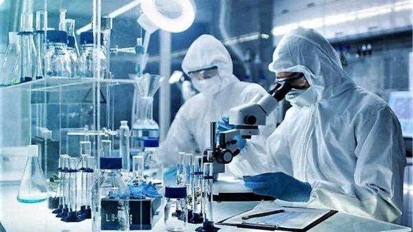 Në laboratorin izraelit që punon për vaksinën kundër koronavirusit