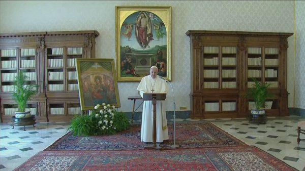 Koronavirusi në Vatikan, Papa ndan mesazhin online: Jam pranë jush