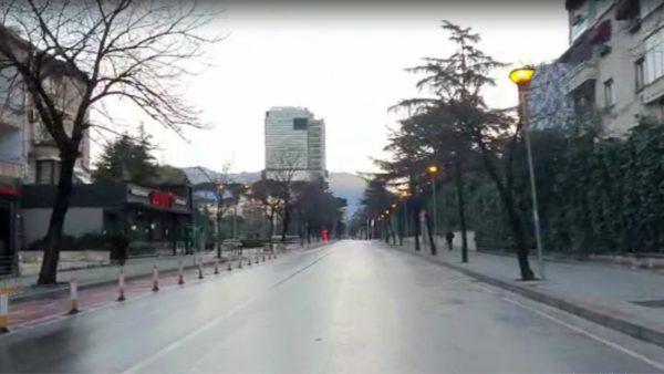 "Shqipëria në ""shtetrrethim"", Tirana e zbrazur"