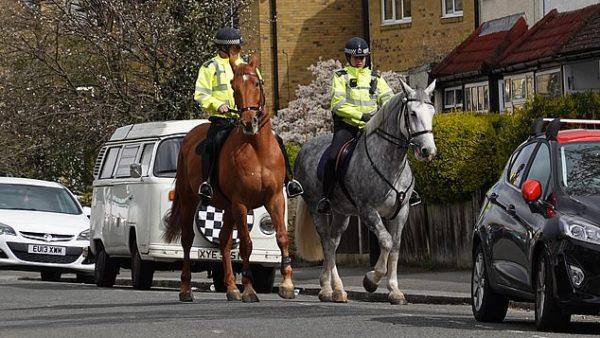 arrestimet britani koronavirusi 600x338
