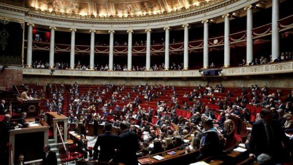 Koronavirusi mbërrin në parlamentin francez, dy deputetë të prekur