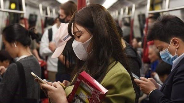 Studimi kinez, koronavirusi përhapet deri në 4.5 metra në ambientet e mbyllura