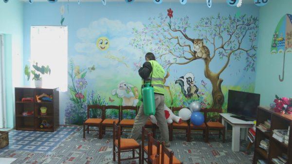 Masat kundër COVID-19, pas shkollave do të dezinfektohen ambientet publike