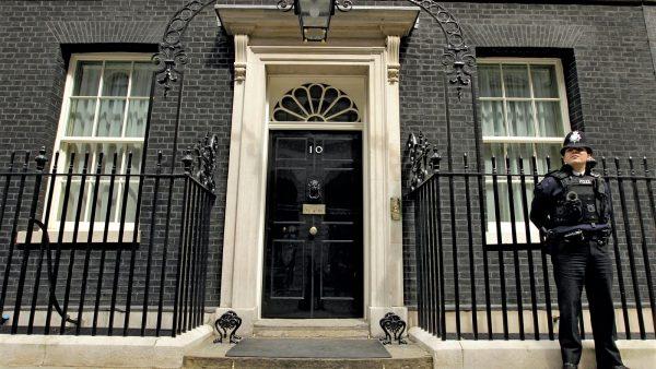 Koronavirusi, Britania shtyn zgjedhjet lokale