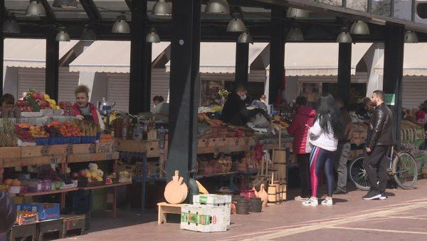 Kërkesa e lartë, tregtarët abuzojnë me rritjen e çmimit të frutave