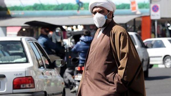 Iran, 44 të vdekur nga helmimi pasi u përpoqën të mbajnë larg koronavirusin me alkool