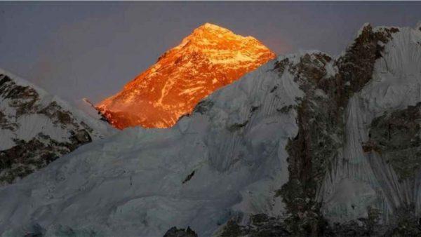 "Koronavirusi ""prek"" dhe malin Everest"
