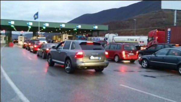 Shqipëria mbyll kufirin me Kosovën