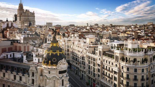 Koronavirusi, Spanja lejon qëndrimin përtej afateve