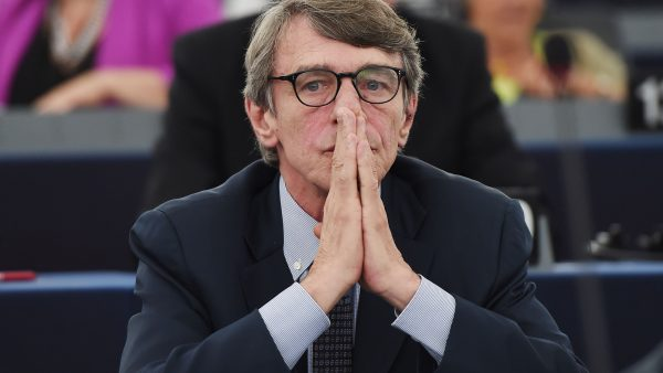 COVID-19, Presidenti i Parlamentit Evropian vetizolohet