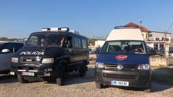 Vrasja e dyfishtë në Durrës, shoqërohen në polici rreth 50 persona