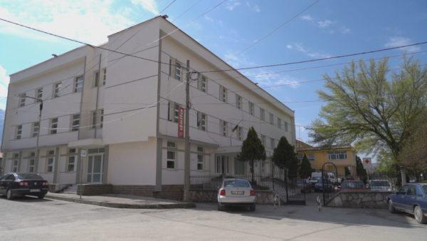 Ankesa e banorëve, Spitali i Kolonjës shërben vetëm me tre mjekë