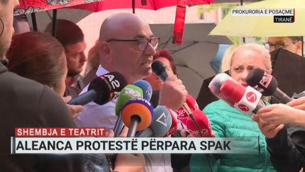 Protesta e artistëve zhvendoset në SPAK, Budina: Prokurorët mos bëhen barrikadë e korrupsionit