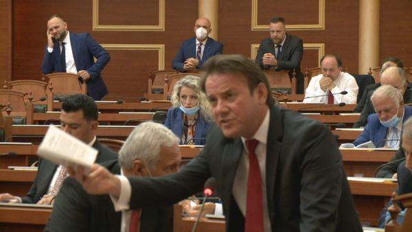 Opozita kërkon komision hetimor për teatrin