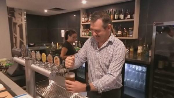 Australianët në festë, mund të shijojnë birrat nëpër klube