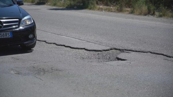 Aksi Elbasan-Metalurgji, gropat në rrugë shtojnë rrezikun e aksidenteve