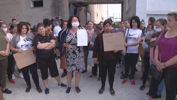 Punonjësit e fasonerive në Vlorë, vijojnë protestat për pagën e luftës