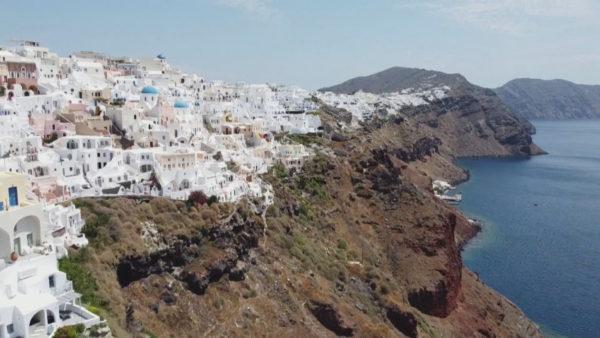 Greqia hapet për turistët, por jo për ata nga Italia e Spanja