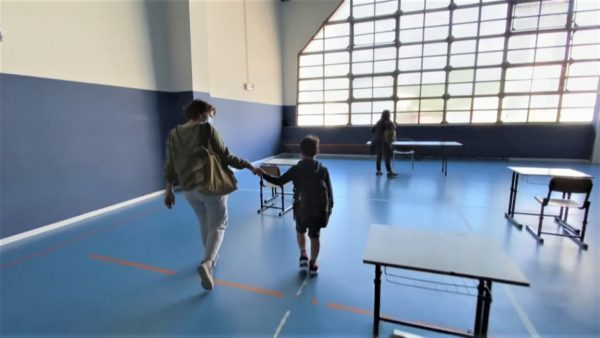 Projekti pilot në Itali, klasa në palestër, nxënësit kthehen në shkollë