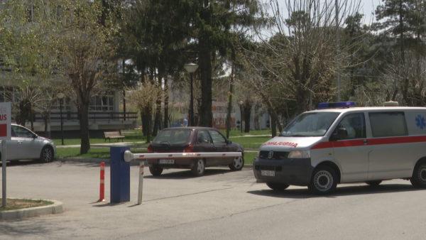 Kosovë, vijojnë përplasjet për të riun e vetëvrarë në karantinë