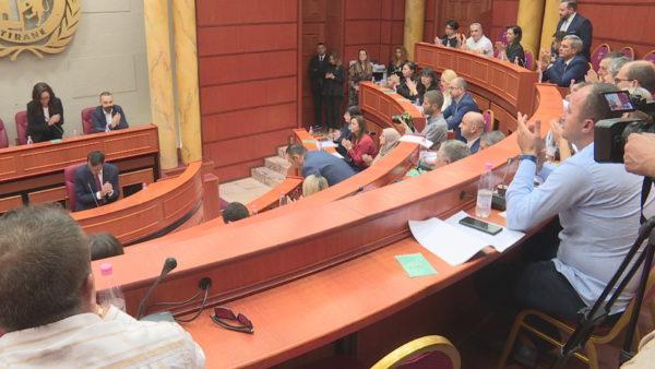 Shembja e Teatrit, veprimet në shkelje ligjore dhe të rregullores bashkiake