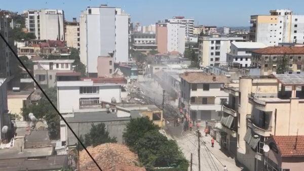 U dëmtua nga tërmeti, shembet me shpërthim të kontrolluar pallati 6-katësh