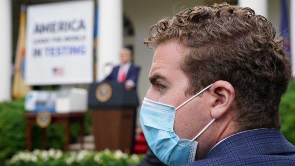 Mbi 80 mijë viktima në SHBA, virusi në Shtëpinë e Bardhë, stafi urdhërohet të mbajë maska