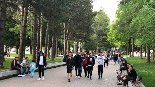 Dita e parë si zonë e gjelbër për Korçën, qindra qytetarë dynden në park