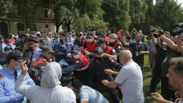 Meta: Kush nuk dënon dhunën është bashkëfajtor dhe nxitës i saj