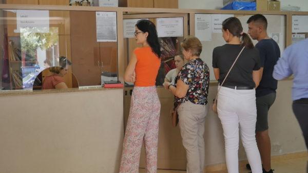 Fluks në zyrat e Gjendjes Civile në Elbasan, kërkesa për celebrime dhe regjistrime fëmijësh