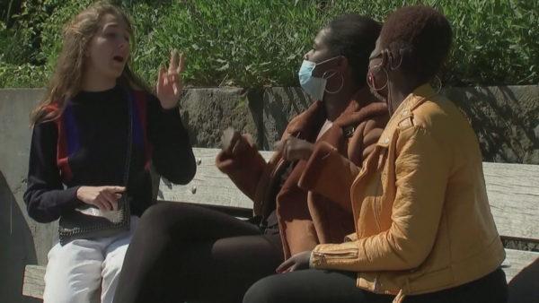 Përdorimi i maskave, vështirësi komunikimi për personat me probleme të dëgjimit