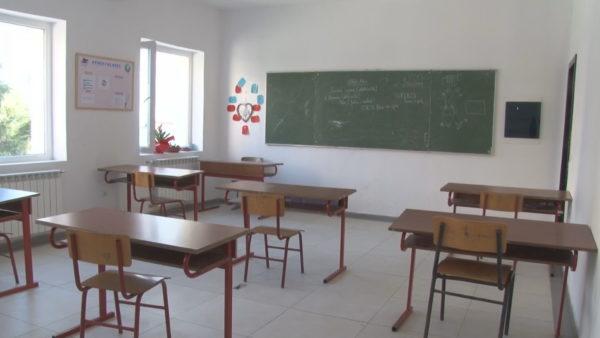 Maturantët në Durrës, mes masave ndaj Covid-19 dhe ankthit të provimeve