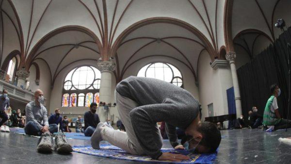 Gjermani, myslimanët falen në… kishë