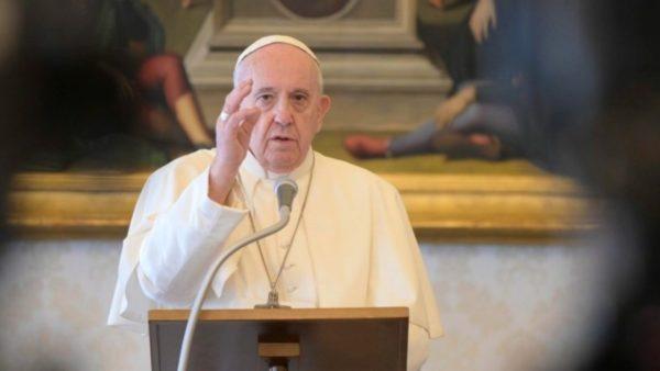 Papa Françesku: Mos dëgjoni vetëm kompanitë e mëdha për kurën ndaj virusit