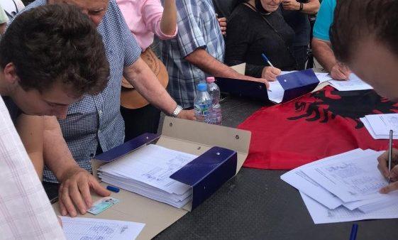 Peticion për rindërtimin e teatrit, siç ishte dhe ku ishte