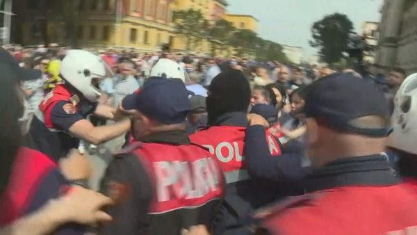 Vetëvendosja në Tiranë, manifestim për të arrestuarit e protestës për Teatrin Kombëtar