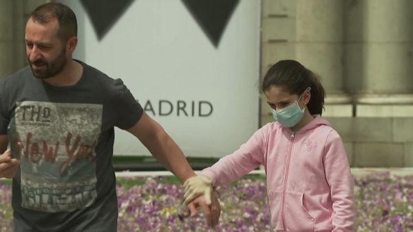 Koronavirusi në Spanjë, edhe fëmijët të detyruar të mbajnë maskë