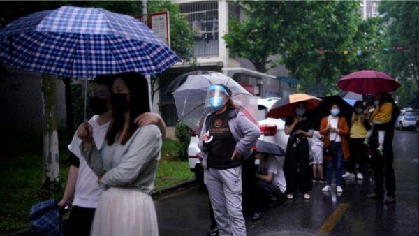Wuhani le pas pandeminë, të martën hap shkollat